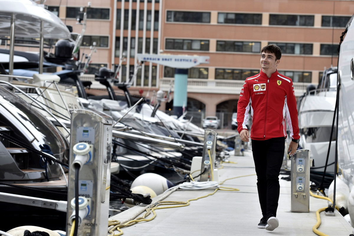 Charles Leclerc superstar a Monaco