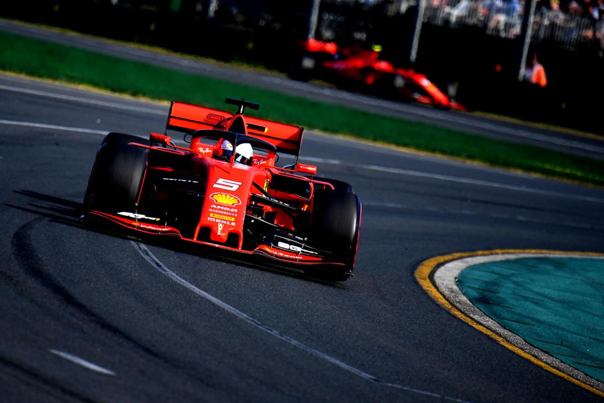 Ferrari: in Canada e Francia lo sponsor lascia il posto al logo dei 90 anni