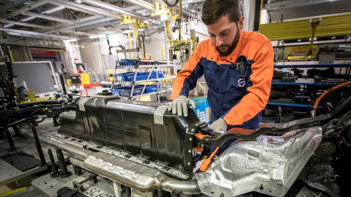 Volvo: accordi multimiliardari per le batterie