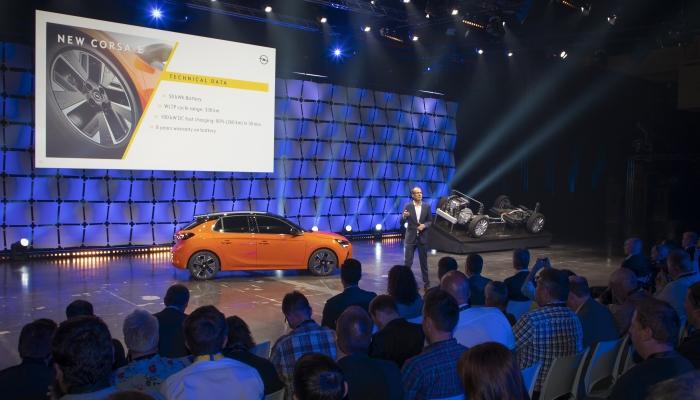 Opel punta sull'elettrico e parte dalla Corsa-e