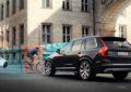 Volvo e POC: crash test caschi da bici e collisioni con auto
