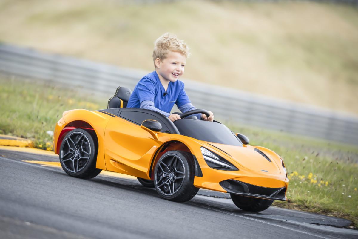 """McLaren 720S """"Ride-On"""": la supercar per i più piccoli"""