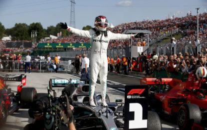 """Hamilton: """"Anche Niki si toglierebbe il berretto davanti a questo team"""""""