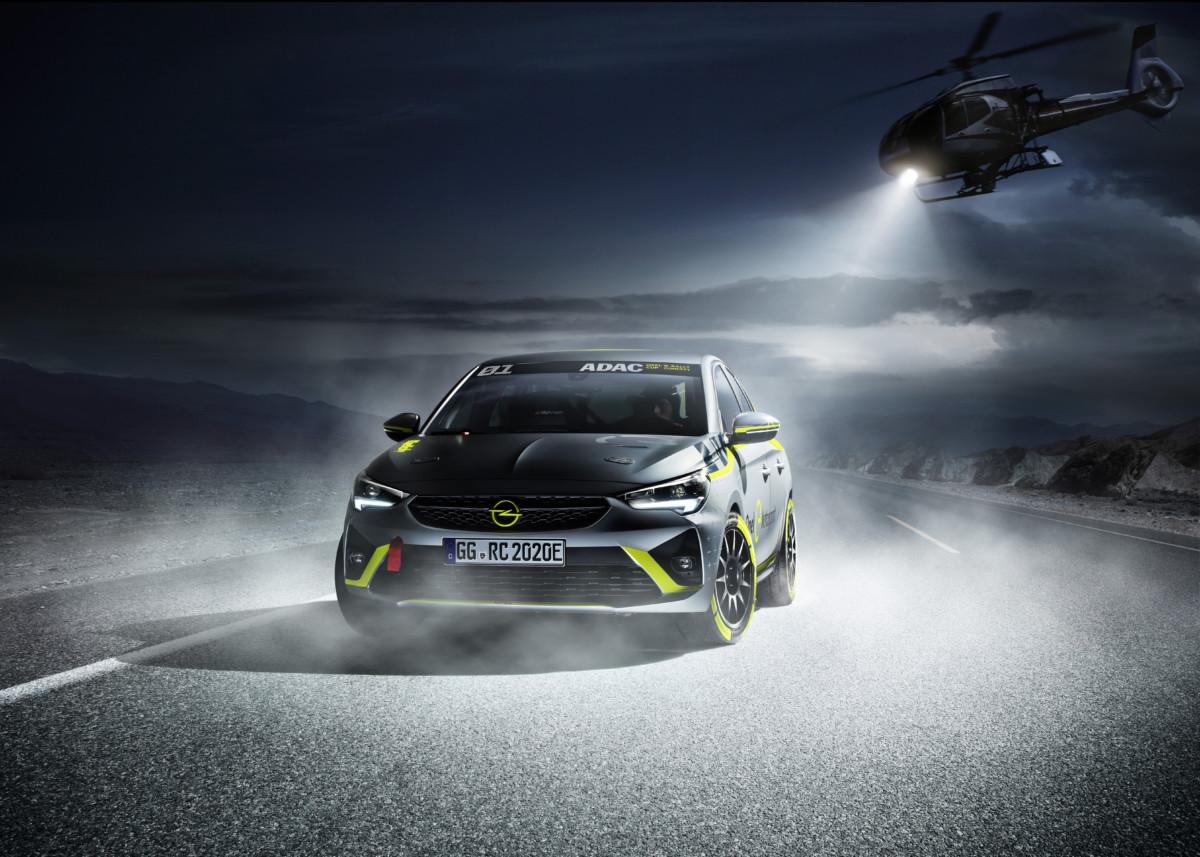 Opel primo costruttore a presentare un'auto da rally elettrica
