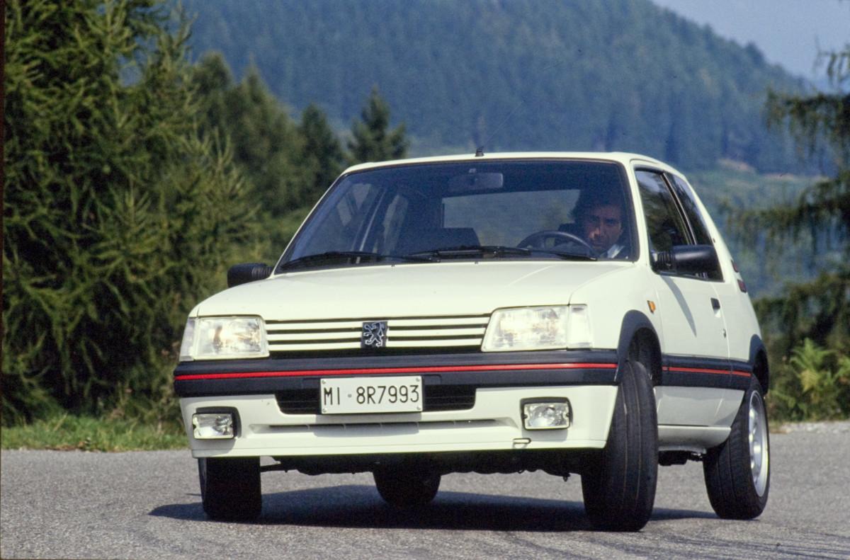 Peugeot 205 GTI e Nuova 208    unite da 130 CV