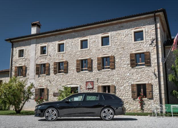 Nuova Peugeot 508 SW sulla strada del Prosecco