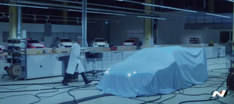 Hyundai Motorsport: nuovo teaser della prima auto da corsa elettrica
