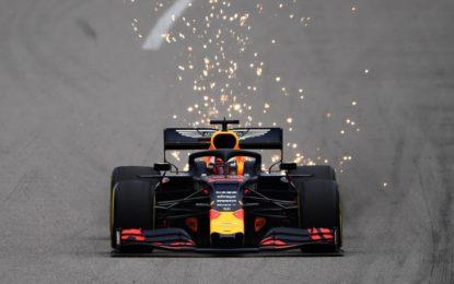 Russia: il venerdì è di Verstappen. Ma gran duello con Leclerc
