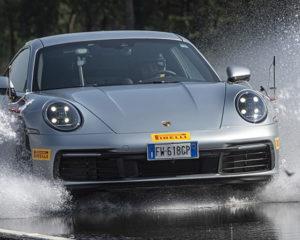 Aquaplaning: cos'è e come gestirlo per guidare in sicurezza