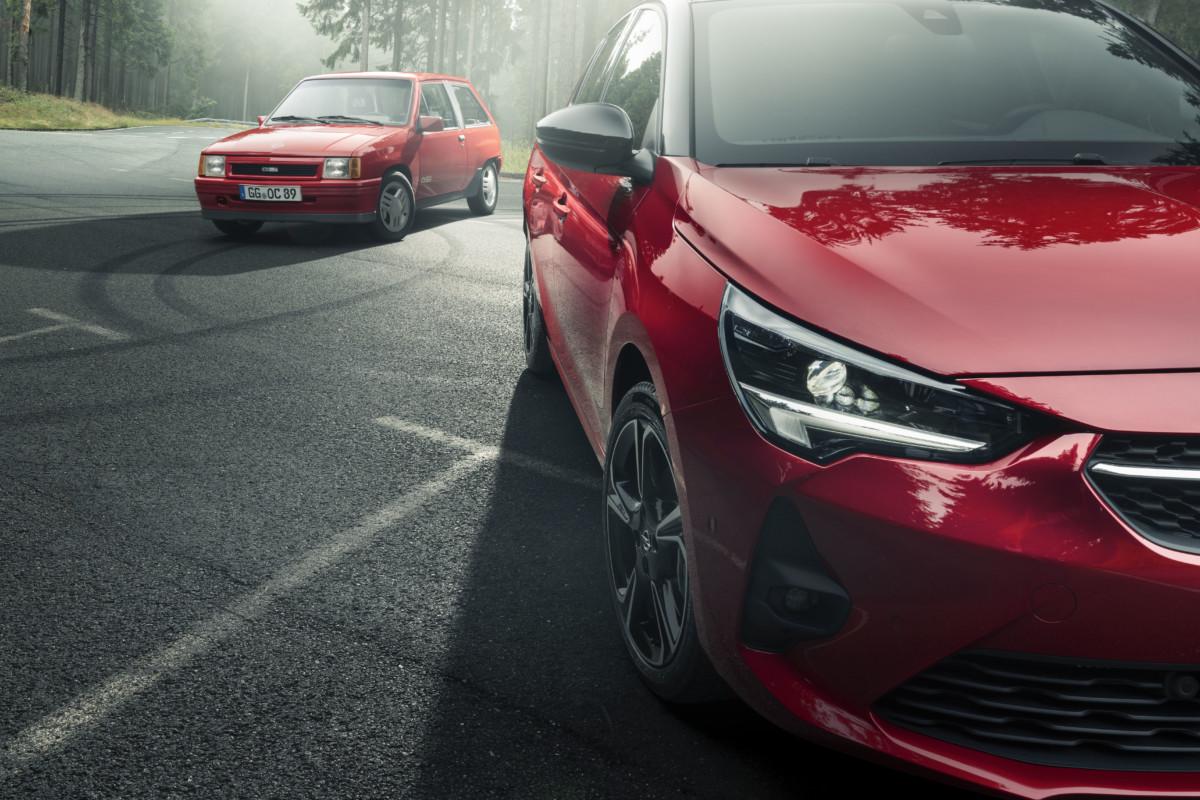 Nuova Opel Corsa GS Line incontra l'antenata Corsa GSi