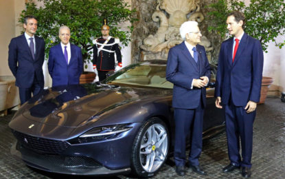 Elkann presenta al presidente Mattarella la Ferrari Roma