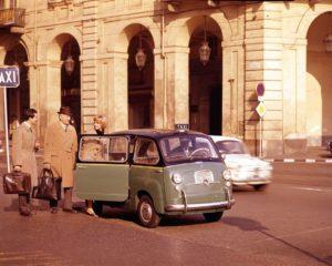 La mitica Fiat 600 Multipla alla conquista di Londra