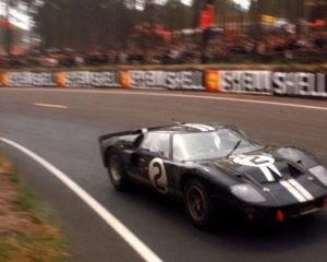 Ford vs Ferrari prima di Le Mans 1966. Il punto esclamativo viola del 1963