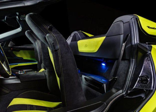Alcantara veste la BMW i8 Roadster LimeLight Edition