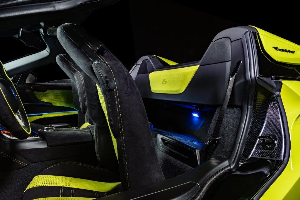 Alcantara veste la BMW i8 Roadster LimeLight Edition