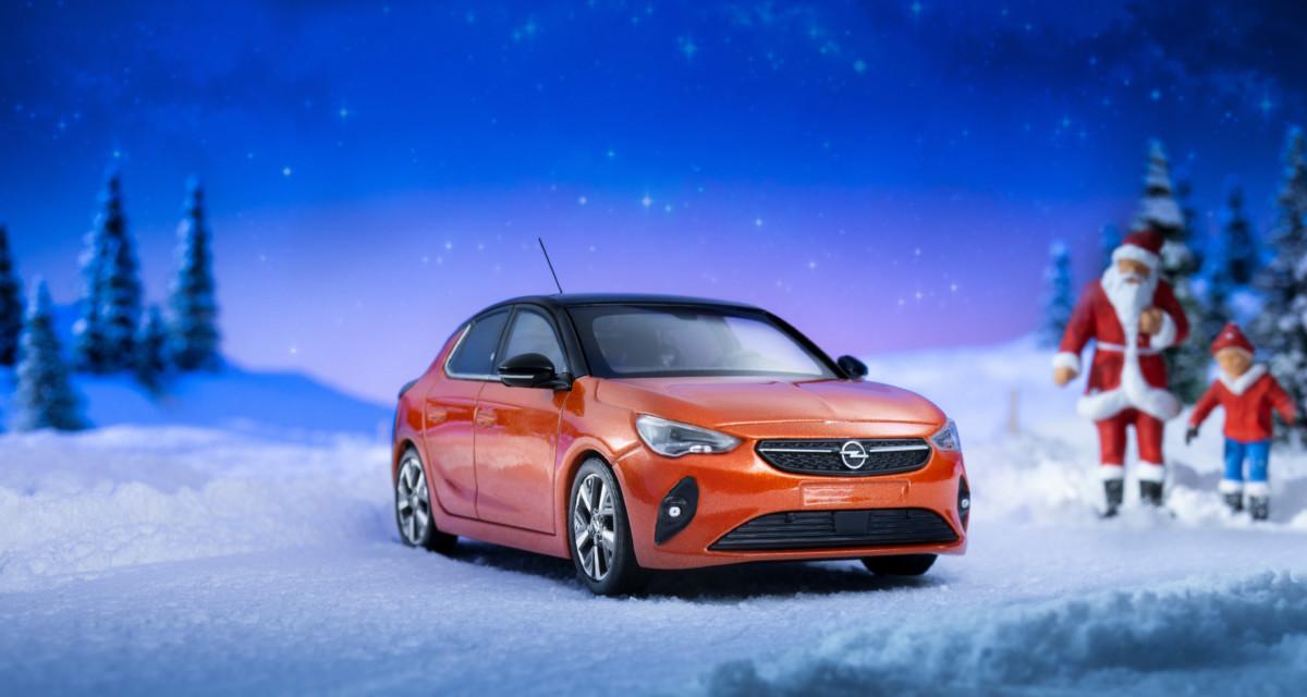 Nuova Opel Corsa-e accende il Natale. Anche in miniatura