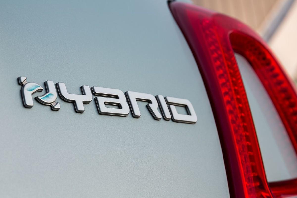 I consigli per guidare al meglio un'auto ibrida