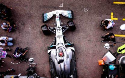 Mercedes smentisce le voci sull'uscita dalla F1