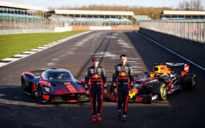 Verstappen e Albon provano la Aston Martin Valkyrie