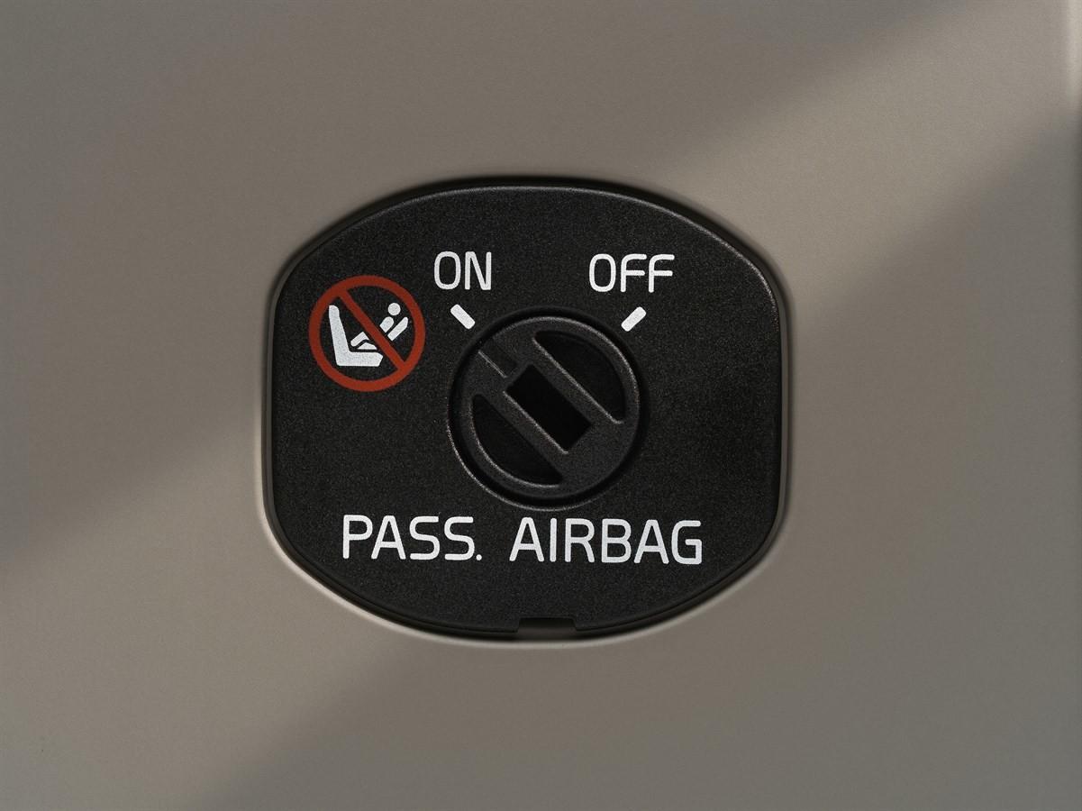 Neonato ucciso da airbag. Una tragedia che si poteva evitare