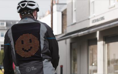 Ford presenta l'Emoji Jacket, nel segno della sicurezza