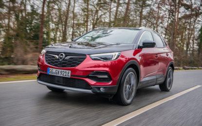 Opel Grandland X Hybrid4: è semplice guidare una vettura ibrida