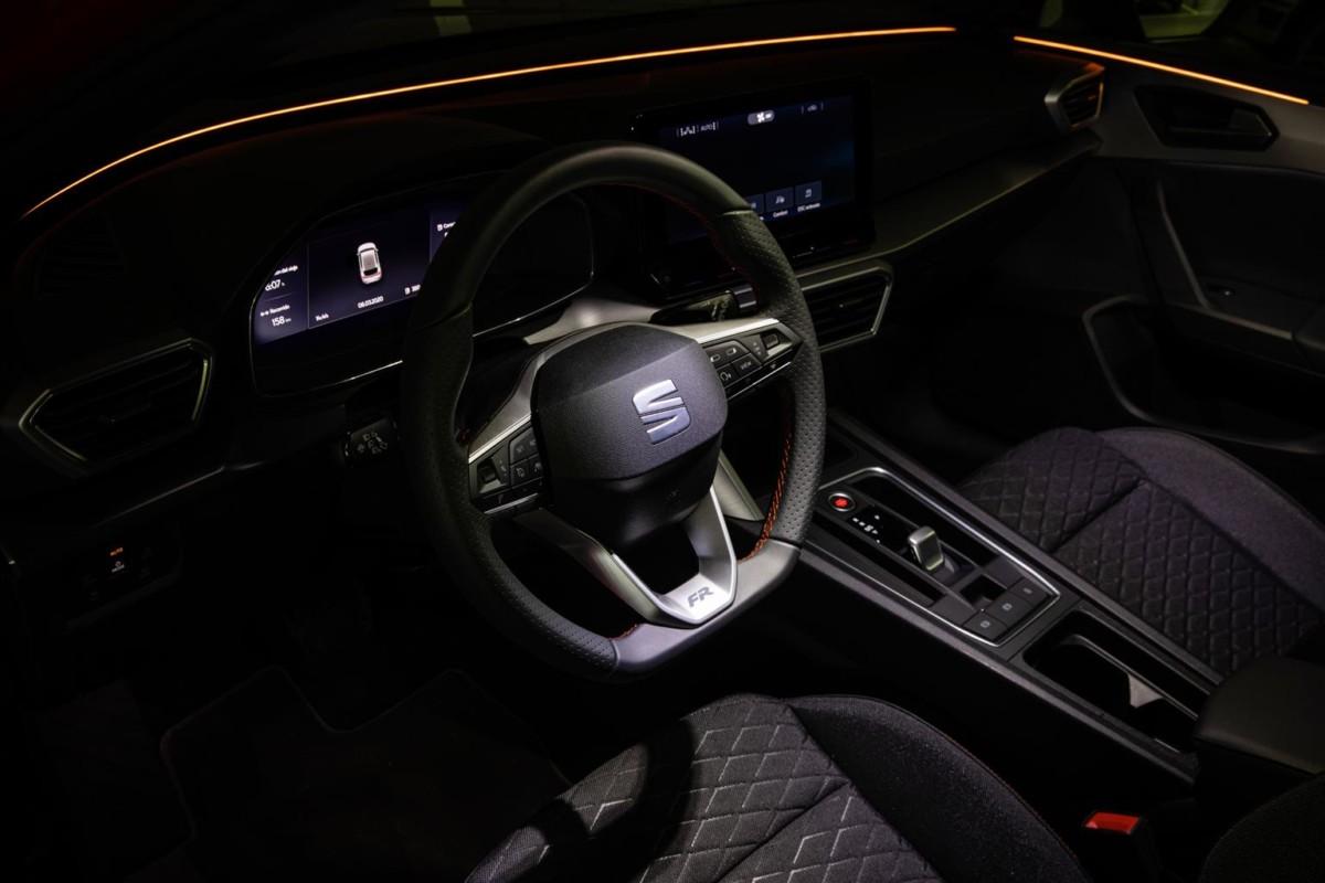 Al volante di nuova SEAT Leon con la realtà virtuale