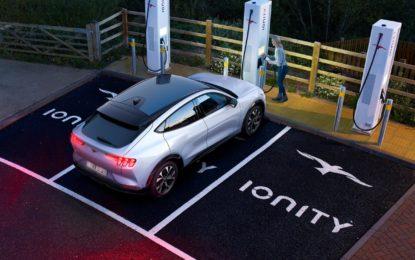 Ford Mustang Mach-E: autonomia di 119 km con 10 minuti di ricarica
