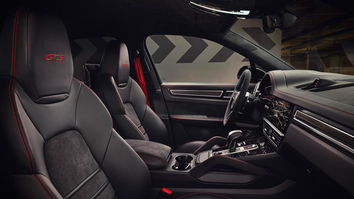 Alcantara per Porsche Cayenne GTS e Cayenne Coupé GTS