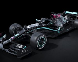 Mercedes in nero: non è che si stia esagerando?
