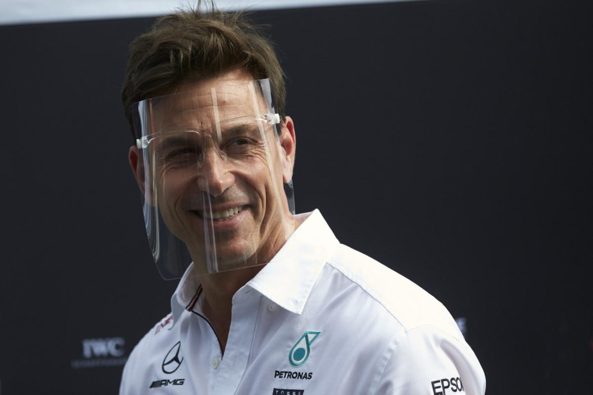 """La FIA proibisce a Wolff lo scudo: """"Non importa, metterei anche i Pampers"""""""