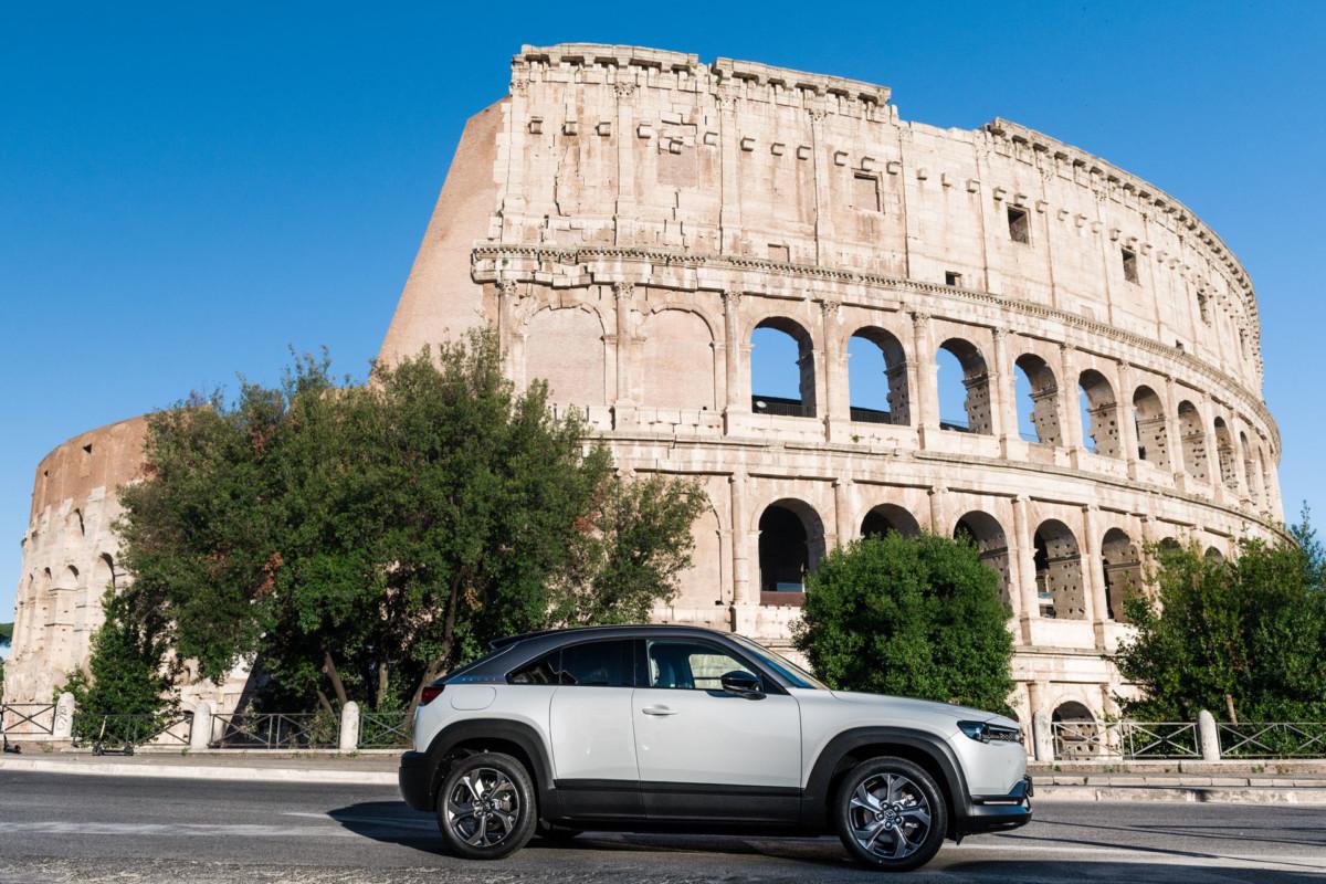 Mobilità ai tempi del Covid: l'auto resta la prima scelta