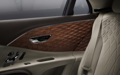 Bentley Flying Spur: pannelli in legno tridimensionale