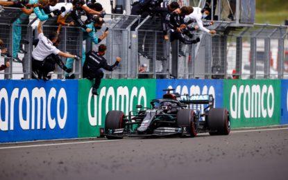 Ungheria: Hamilton record davanti a Verstappen e Bottas. Tutti doppiati fino al 5°. Vettel 6°