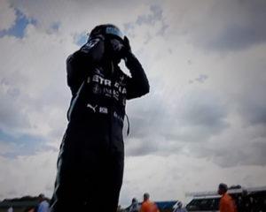 Gran Bretagna: settimo sigillo di Hamilton. Su tre ruote! Sul podio Verstappen e Leclerc