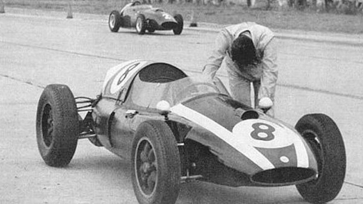 Su tre ruote, spingendo o lottando: tutti gli ultimi giri pazzi della F1