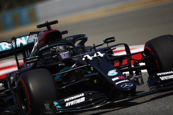 Spagna sul filo dei millesimi. Pole di Hamilton. Poi Bottas e Verstappen. Ferrari 9° e 11°