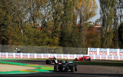 Hamilton più veloce nelle libere a Imola. Leclerc 5°