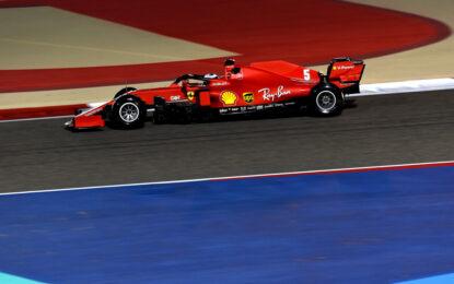 Bahrain: 118 giri e tanto lavoro nel venerdì dei piloti Ferrari
