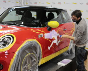 MINI Electric celebra 80 anni di Flash