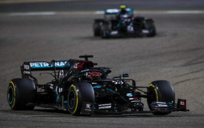 Sakhir: multa di 20.000 euro alla Mercedes per il caos pitstop