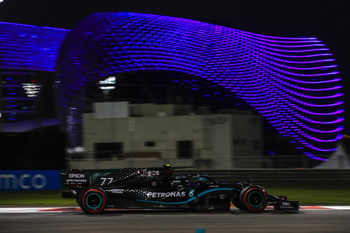 Bottas, Hamilton e Verstappen nello strano venerdì di Abu Dhabi