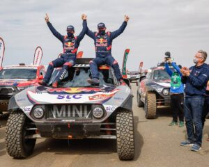 Peterhansel e Benavides trionfano alla Dakar 2021