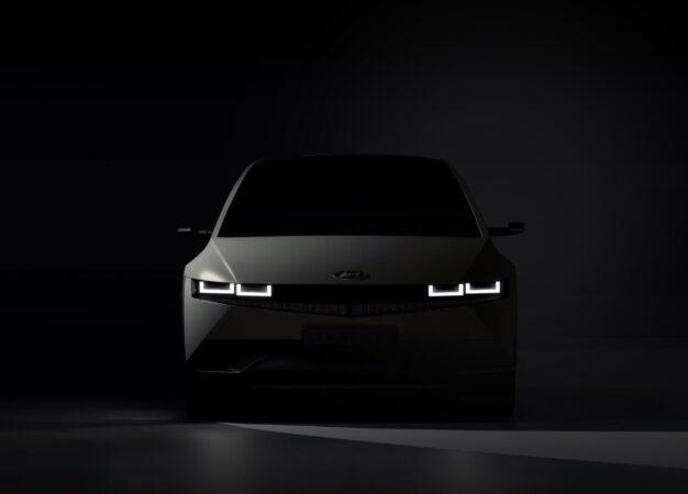 Hyundai: prime immagini teaser di IONIQ 5