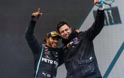 Mercedes e Lewis Hamilton: contratto rinnovato