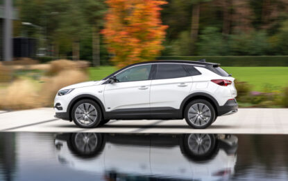 "Opel Grandland X Plug-in-Hybrid e Mika ""Simply Electric"""