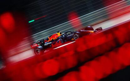 Bahrain: Verstappen in pole davanti alle Mercedes. Leclerc quarto