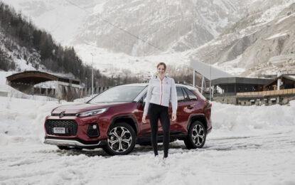 Carolina Kostner sul ghiaccio con Suzuki ACROSS Plug-in