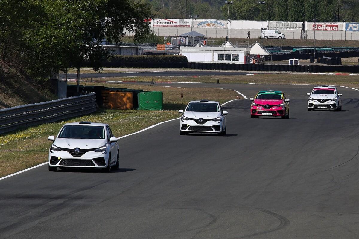 La Clio Cup scalda i motori in vista dell'avvio della stagione a Monza