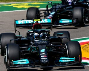 Mercedes e Gasly nel venerdì di Imola, coi botti di Verstappen e Leclerc
